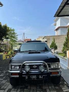 Nissan Terrano Grandroad 2.4