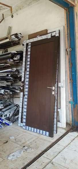 Di jual cepat pintu alumunium hpl rumah gedung kantor sekolahan dll