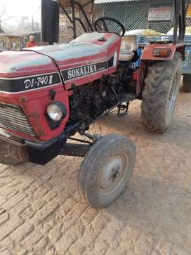 Sonalika tractor DI 740