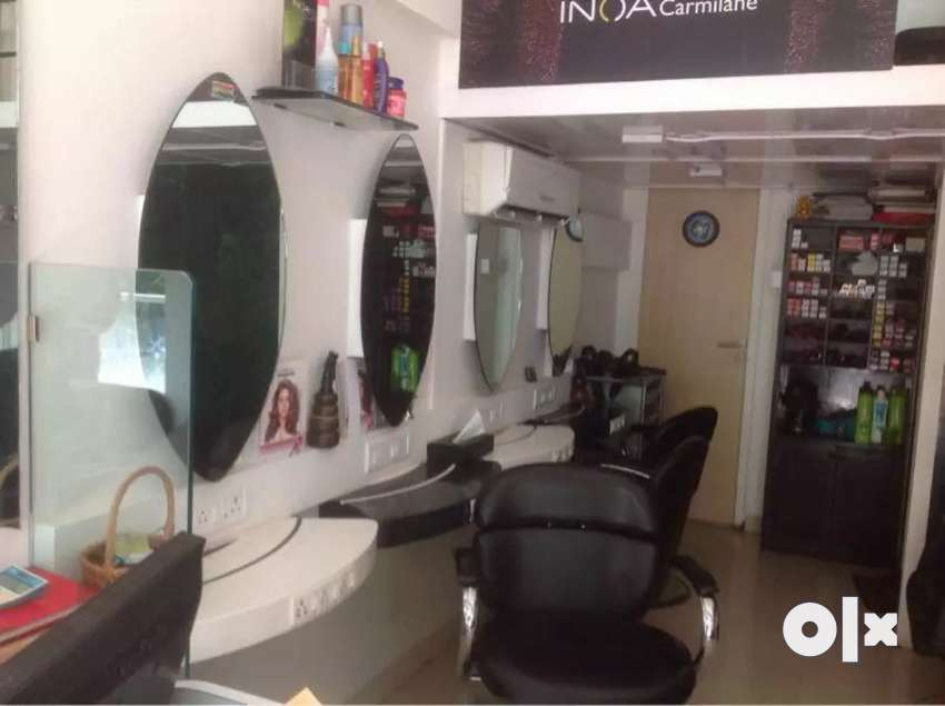 Beauty parlour space for rent in Lake Garden 0
