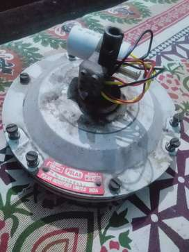 Complete Ceiling fan of white colour  working fast and Good