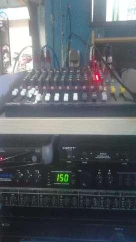 Menerima pembuatan rak audio hpl