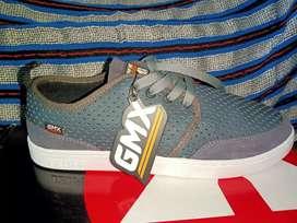 Sepatu baru loo