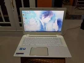 Toshiba L40-A (14 inchi slim) Putih Suci.  Intel Celeron. Ram 2gb.