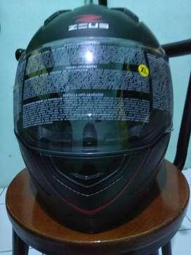 Helm fullface Zeus XL masih mulus seperti baruuuuu