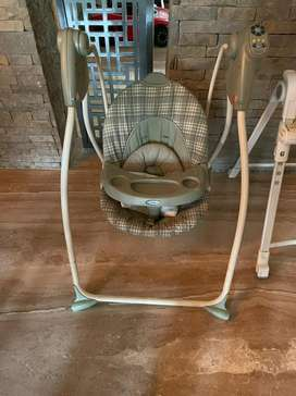 Heavy duty GRACO swing in perfect condition