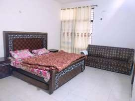 GUEST house furnish Portion 3rom kichan 5 th par day