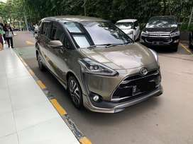 Toyota Sienta Q 2027 AT Cokelat