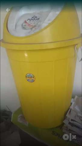 Full size dustbin for food court