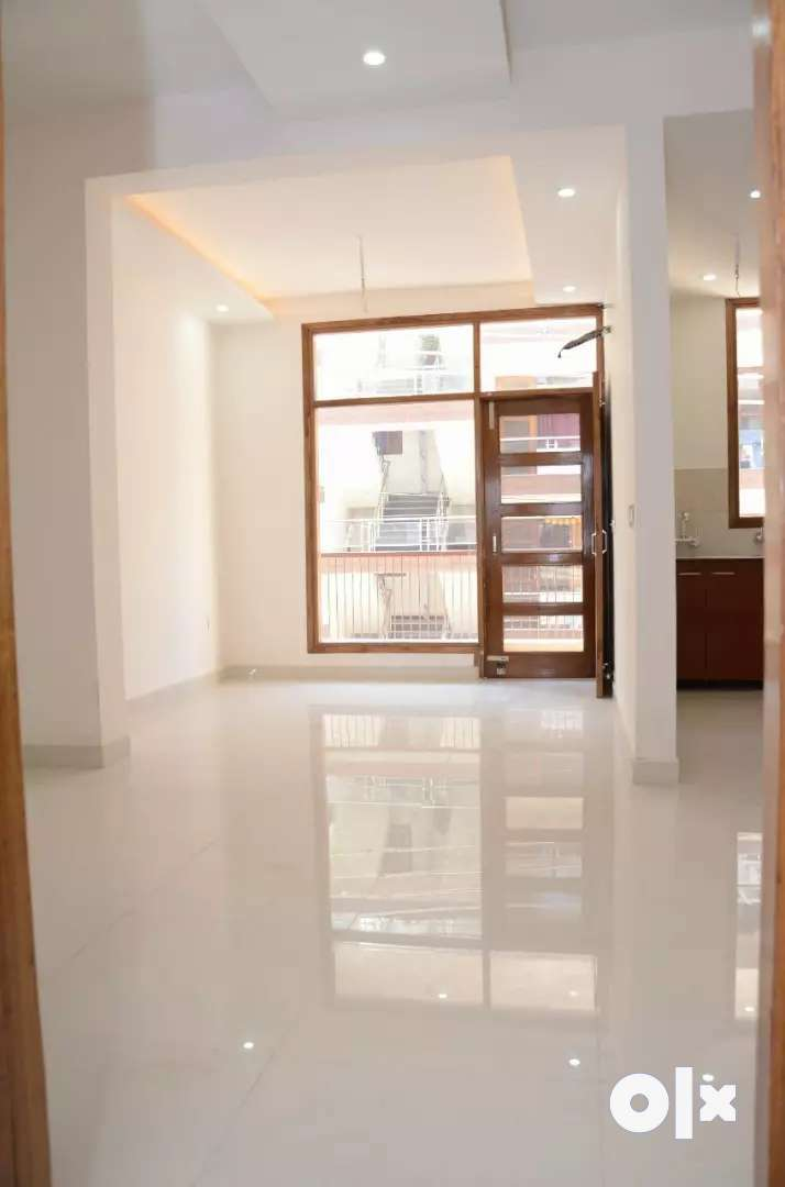 8 marla ground floor 2bhk 70% covered new corner for sale sector 44 b 0