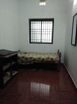 Single room, 1st flr near Kadavanthra Metro rod for 01 M Bachelor