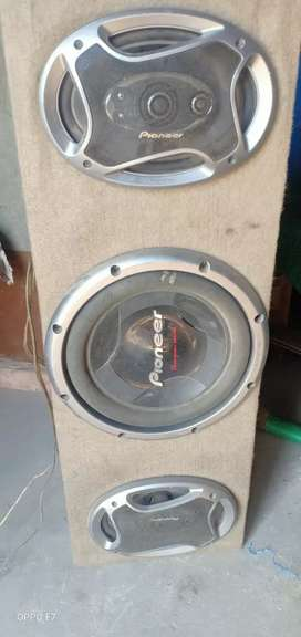 POINEER SOUND SYSTEM WITH AMPLIFIER.IT IS A VERY GOOD CONDITION
