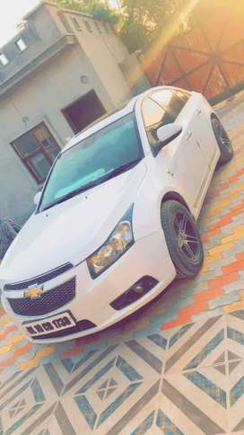 Cruze car with new mrf tyres 70% tyres condition.DELHI NUMBER WITH NOC