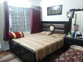 E11. Room available In apartment.