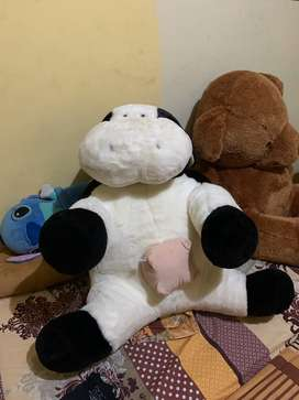 Boneka sapi besar malang