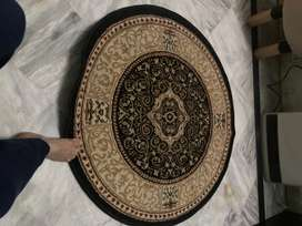 Round Rug in very good condition
