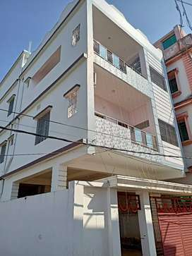 A brand new built fully - lit 3bhk home on 2nd floor.