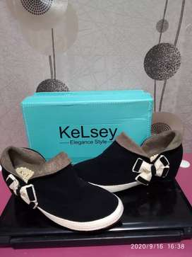 Sepatu boots kelsey original size 36 tinggi heels 5cm