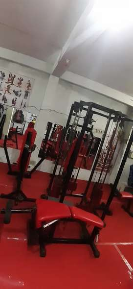 Butterfly chest press leg pull down tend back ful down