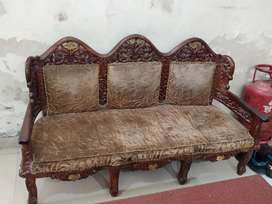 5 seater Wooden Crafted sitting with Table
