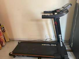 Automatic and Electronic Treadmill equipped with massager