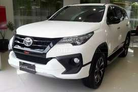 Buy Brand New Car Toyota Fortuner Available on Finance.