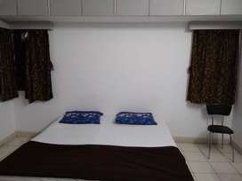 single room with low rent. Bachelors are allowed