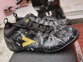 Sepatu futsal Mitre size 42