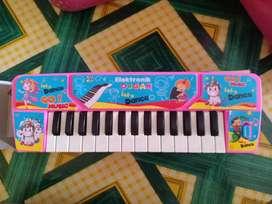 Piano mainan bisa buat kado pakai baterai kecil 2