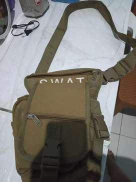 Tas selempang swat