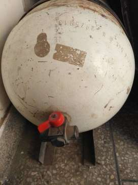 CNG Cylinder with stand for sale
