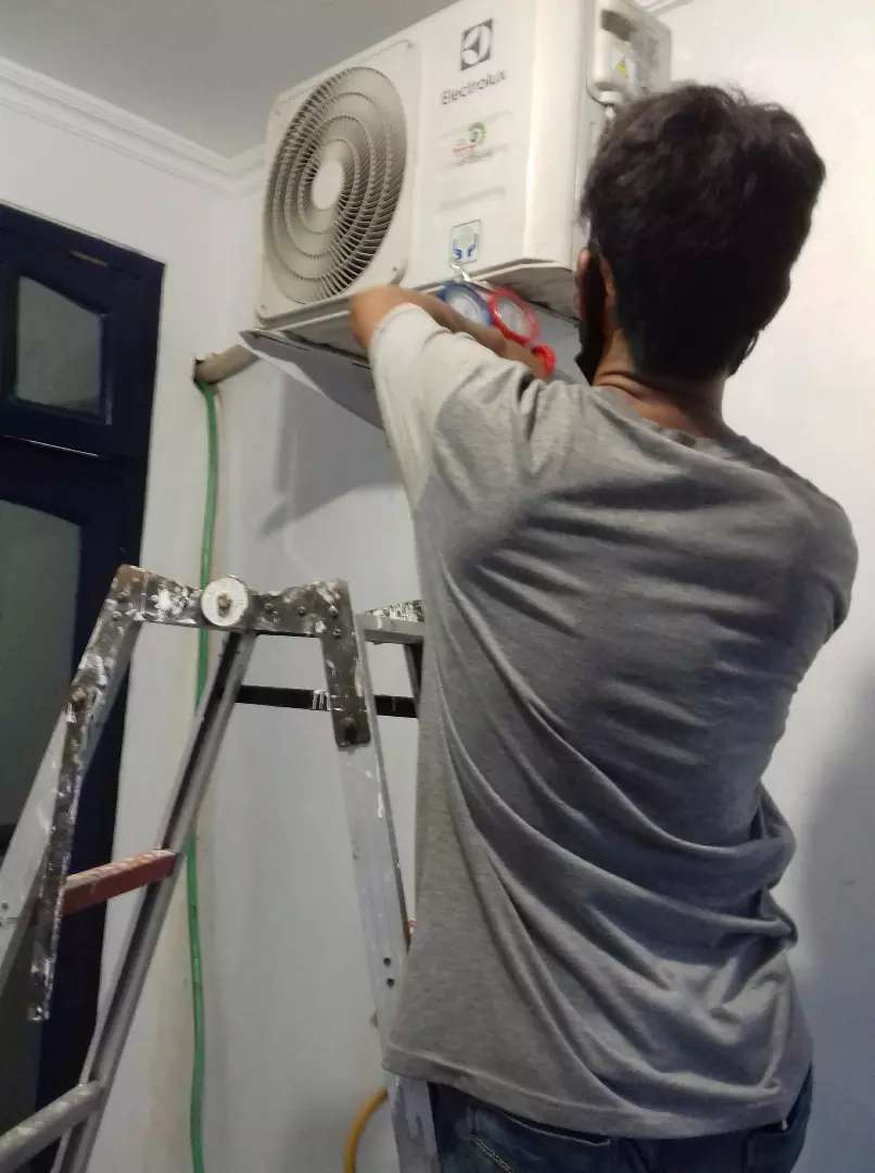 Jasa pompa air/pasang ac/servise ac/isi freon/cuci ac 24 jam respon 0