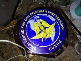 logo timbul stainless galvanis kuningan acrylic