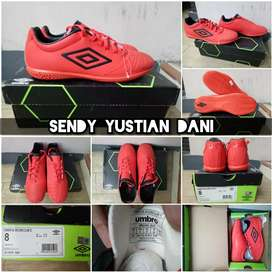 ORIGINAL Umbro UX Accuro 2 Club IC Sepatu Futsal 81187U EAH