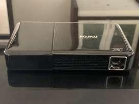 Protable wireless projector