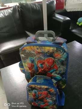Tas sekolah sorong spiderman.
