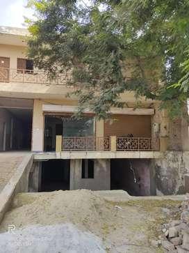 500 sq gaj or 4000 sq ft. On road building(Hathras Road)