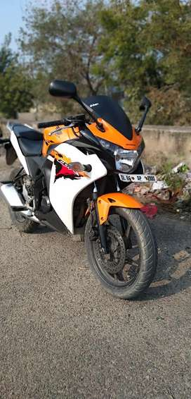 Cbr 150r well maintained 3rd owner the condition of bike is like new