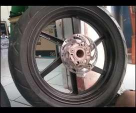Satu set Velg dan Ban depan belakang. Merk ban corsa r93 platinum