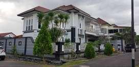 Dijual rumah mewah di komplek eksekutif Crystal Regency
