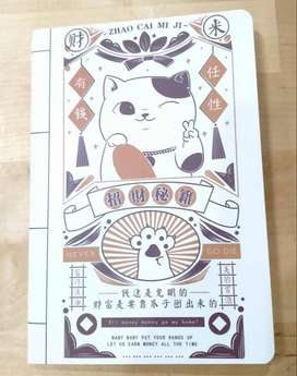 Buku Tulis A5 Serbaguna Motif Kucing Pembawa Keberuntungan Kode 01