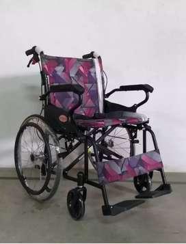 Kursi roda travelling hitam ban besar
