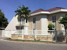 Rumah mewah hook 2 lantai di Araya Surabaya