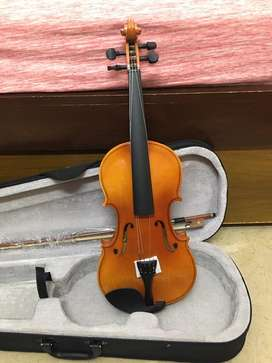 Violin full size 4/4 brand new with hardcase and accessories
