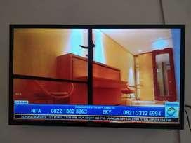 TV LED POLYTRON 32in bekas seperti baru