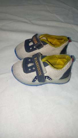 Lighting baby shoes
