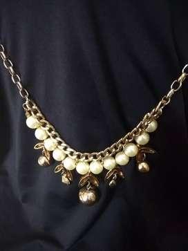 Kalung gold color bertahta mutiara
