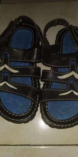 Sandal anak merk Fladeo size 26.masih bagus