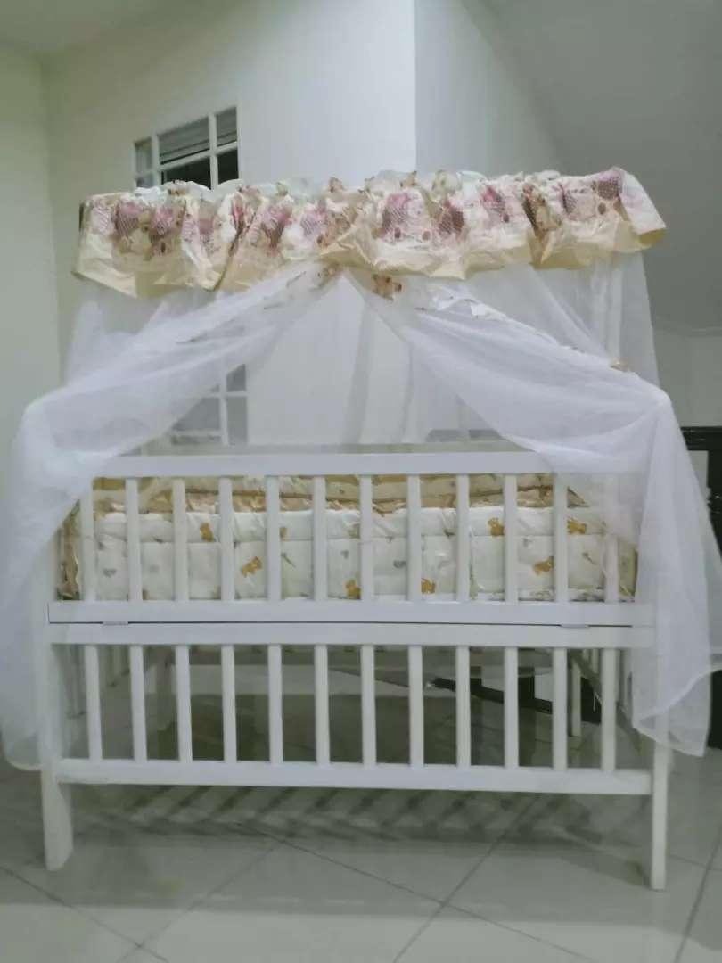 Tempat tidur bayi 0