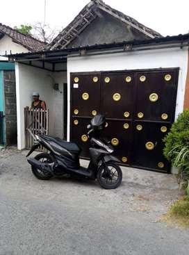 Butuh Uang mendesak, Dijual Rumah dekat terminal patria Sanankulon Bli